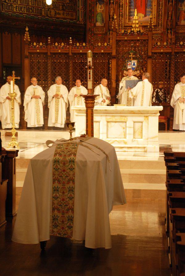 The Catholic Funeral Rite Includes Symbols Intermountain Catholic